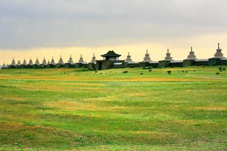 カラコルム城壁、中世モンゴル帝国の古い首都。Ghengis カーンの死の後壁。エルデネ ・ ゾーの内部があります。あるオルホン渓谷、モンゴルで今日