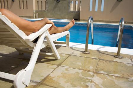 man swim at swimming pool at roof of apartment, bahrain Stockfoto