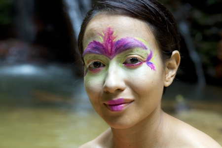 Borneo Rainforest Tribal Culture: Face Painting Stockfoto
