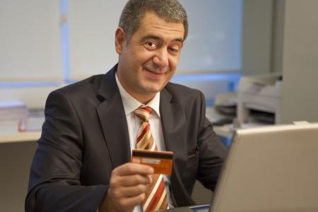 Businessman online market buy credit card Stockfoto