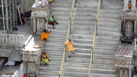 everyday people: UDAIPUR, RAJASTHAN, INDIA - APRIL, 2013: Everyday scene with people sitting on stairs