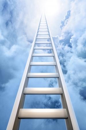 escaleras: escalera de �xito alcanzando un cielo azul y nubes