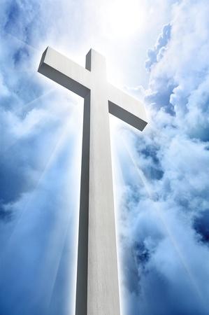 영광: 빛나는 십자가와 하늘의 구름 스톡 사진