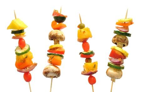 brochetas de frutas: Brochetas de verduras con pimientos, champiñones, calabacín, cebolla, tomate y piña