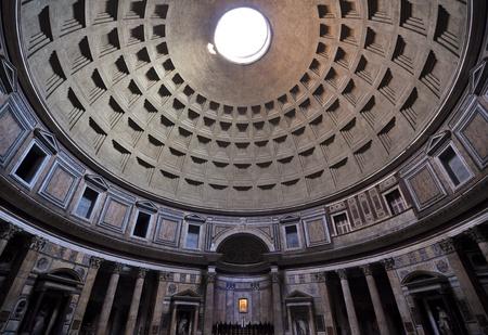 Römischen Pantheon architektonischen Innenraum Detail und Kuppel