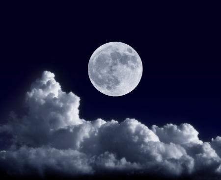 Full moon in seiner Erdnähe während der Supermoon der 5. Mai 2012 Standard-Bild