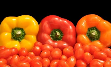 Pimientos y tomates en un mercado mexicano Foto de archivo - 17508821