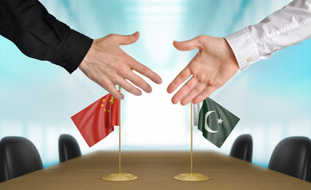 talks: China and Pakistan diplomats agreeing on a deal Stock Photo