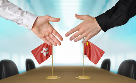 agreeing: Hong Kong and China diplomats agreeing on a deal Stock Photo