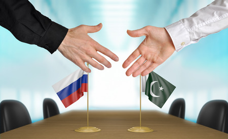 Russia and Pakistan diplomats agreeing on a deal