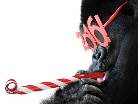 fiesta: gorila divertido con los vidrios noisemaker y 2016 para el A�o del zodiaco chino del mono
