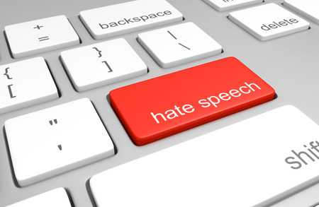 discriminacion: El odio clave discurso sobre un teclado de ordenador que representa los comentarios en l�nea difamatorias