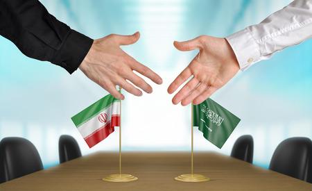 coincidir: Ir�n y Arabia Saudita diplom�ticos d�ndose la mano para acordar acuerdo
