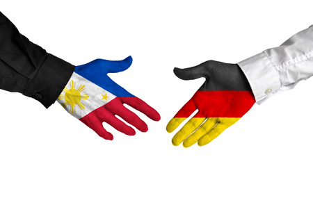 pacto: Philippines and Germany leaders shaking hands on a deal agreement Foto de archivo