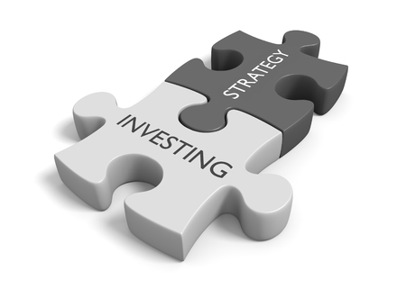 Two connected puzzle pieces with the words investing strategy Zdjęcie Seryjne