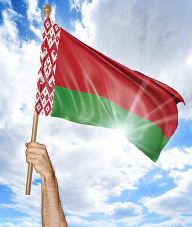 personas saludando: Persons hand holding the Belarus national flag and waving it in the sky, 3D rendering
