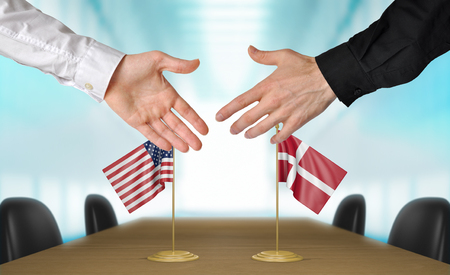 estar de acuerdo: Estados Unidos y Dinamarca diplomáticos están de acuerdo en darle la mano a trato, la presentación de elementos 3D