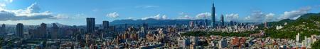 vysoký úhel pohledu: Super široké panorama moderního města Taipei, hlavního města Tchaj-wanu