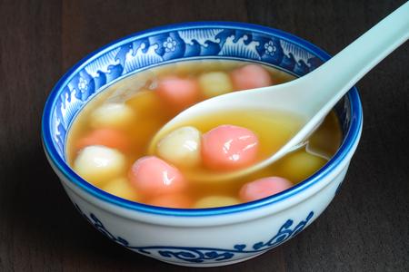 Taiwanese zelfgemaakte Tangyuan dessert geserveerd voor speciale Chinese feestdagen Stockfoto - 69122160