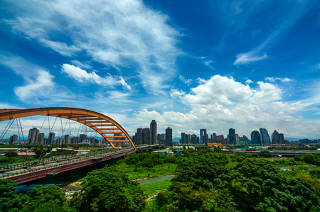 Hongyang bridge and highway at the entrance to Taichung City, Taiwan 免版税图像