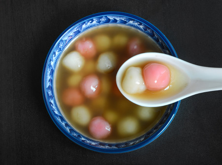 Eigengemaakte Taiwanese stijl Chinees tangyuan dessert Stockfoto