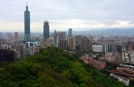formosa: View of the Taipei City skyline from a popular lookout on Elephant Mountain Stock Photo