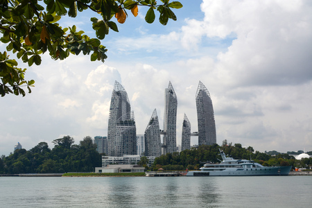 Award-winning architecture of Reflections at Keppel Bay in Singapore