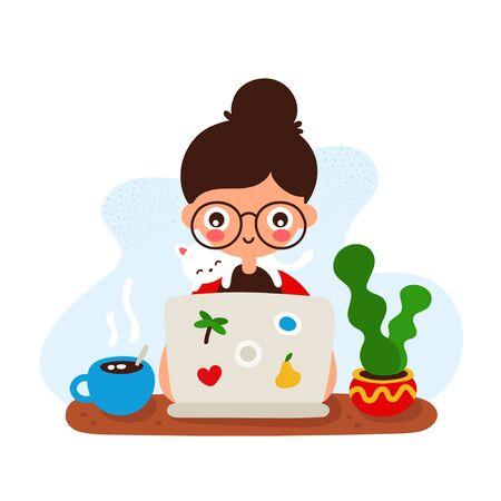 Ragazza sorridente felice sveglia ad una scrivania con un computer portatile e un gatto. Disegno dell'icona dell'illustrazione di stile piano dell'illustrazione della mano di vettore. Isolato su sfondo bianco. Lavoro, insegnamento a casa. Concetto di ragazza freelance
