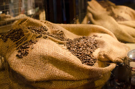 フェア トレード コーヒー市場 bean の袋に 写真素材