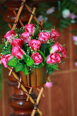 floristry: The art that floristry the plastic rose with wood