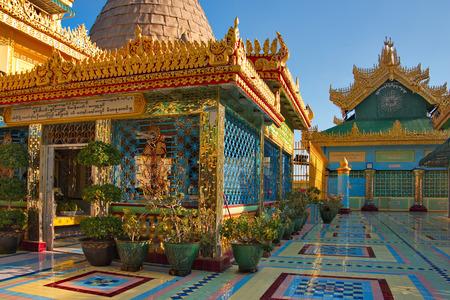 Myanmar. The Ponya Shin Pagoda is located on the Irrawaddy River. 版權商用圖片