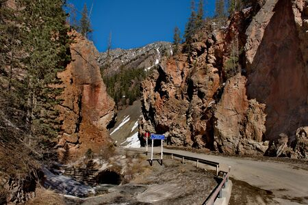 Russia. mountain Altai. Roads Aktash-Ulagan in the area of the gorge Red gate. The color of the rocks in the rocks. Stock Photo
