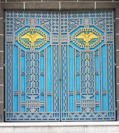 puertas antiguas: Puertas viejas Contemporáneo, hermosa y fuerte.
