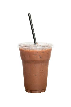 초콜릿 주스 한 잔 음료입니다. 흰색 배경 및 클리핑 패스에.