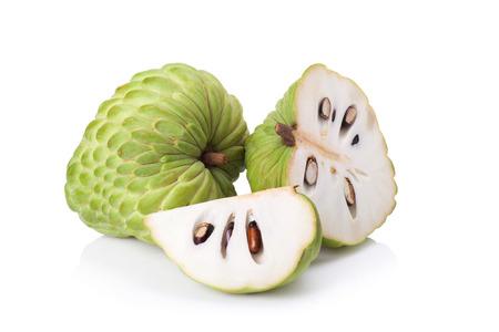 custard appel op witte achtergrond