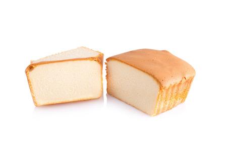 rebanada de pastel: pastel de mantequilla en rodajas en el fondo blanco