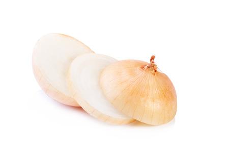 cebolla: Cebolla madura sobre un fondo blanco  Foto de archivo