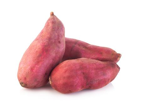 zoete aardappel op de witte achtergrond Stockfoto