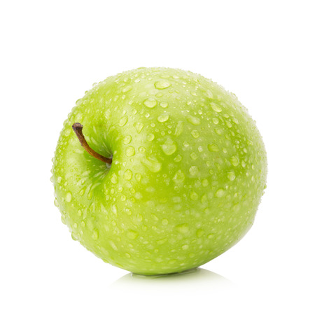 Grüner Apfel getrennt auf weißem Hintergrund.