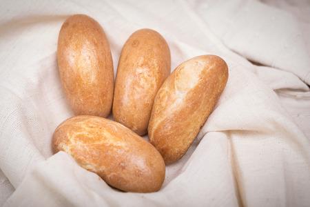 tela algodon: Fresh homemade bread in a cotton cloth background.