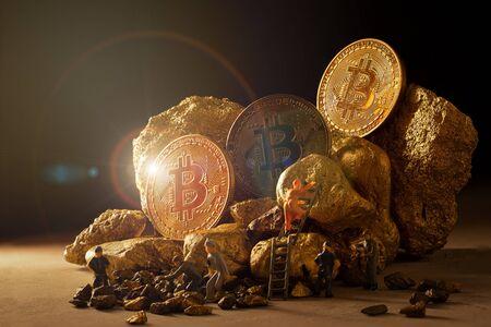 macro miner figures working on group of Bitcoin mining in deep golden cave. Zdjęcie Seryjne