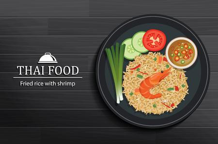 Thailändisches Essen in der Schüssel auf schwarzer Holztisch-Draufsicht. Gebratener Reis mit Garnelen.