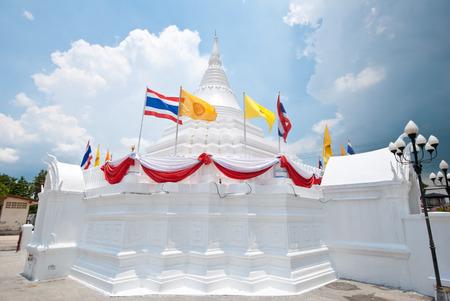 nontaburi: Thai pagoda in Wat Poramaiyikawad Koh Kret Nontaburi.