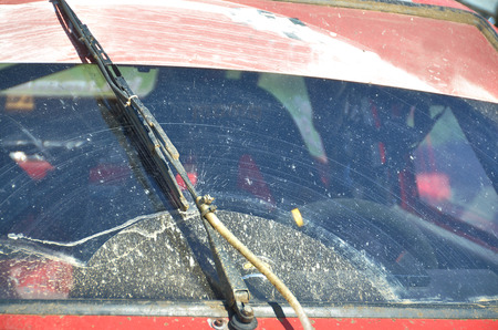 wiper: Dirty front windshield and wiper