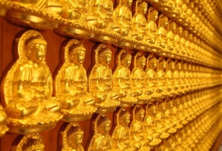 lengnoeiyi: NONTHABURI, THAILAND - AUGUST 5 : A thousand of small golden Buddha statue on the wall is express of high faith to the Buddhism at Lengnoeiyi temple on August 5,2012 in Nonthaburi, Thailand