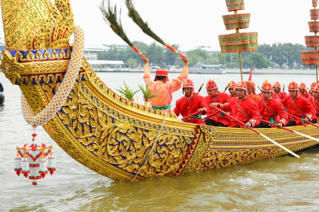 BANGKOK,THAILAND-NOVEMBER 6:The signaler was use peacock's feather to move Suphannahong on last dress rehearsal of the Royal Barge Procession at Chaopraya river on November 6,2012 in Bangkok,Thailand Stock Photo - 16266799