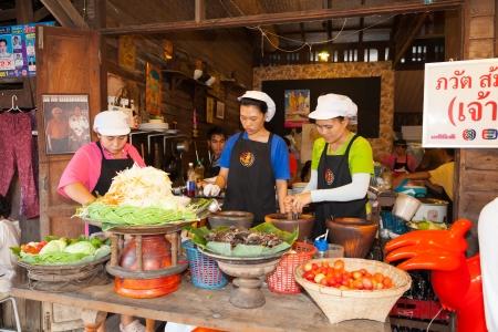 SUMUTHSONGKRAM,THAILAND-DECEMBER 30:The merchants sell