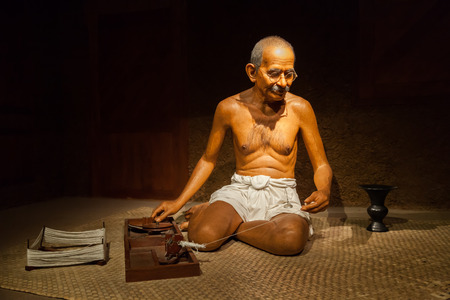 NAKORNPRATHOM,THAILAND-AUGUST 25:Mahatma Gandhi brought freedom to India and new method of solving disputes?Non-Violence? show at Thai Human Imagery Museum on August 25,2014 in Nakornprathom,Thailand Éditoriale