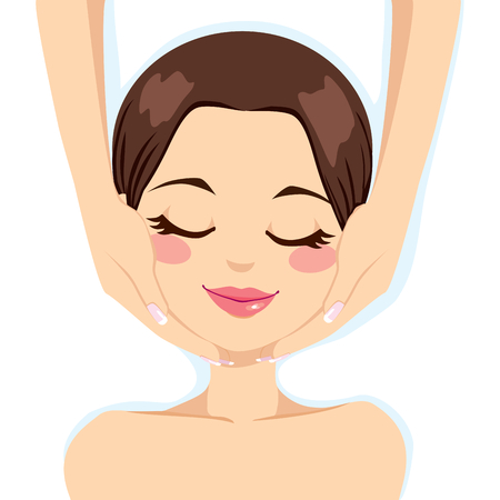 Joven y bella mujer que goza de un tratamiento cuidado de la piel facial, masaje