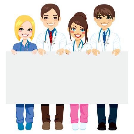 grupo de médicos: Grupo trabajadores médicos de los médicos y enfermeras que sostiene un cartel en blanco